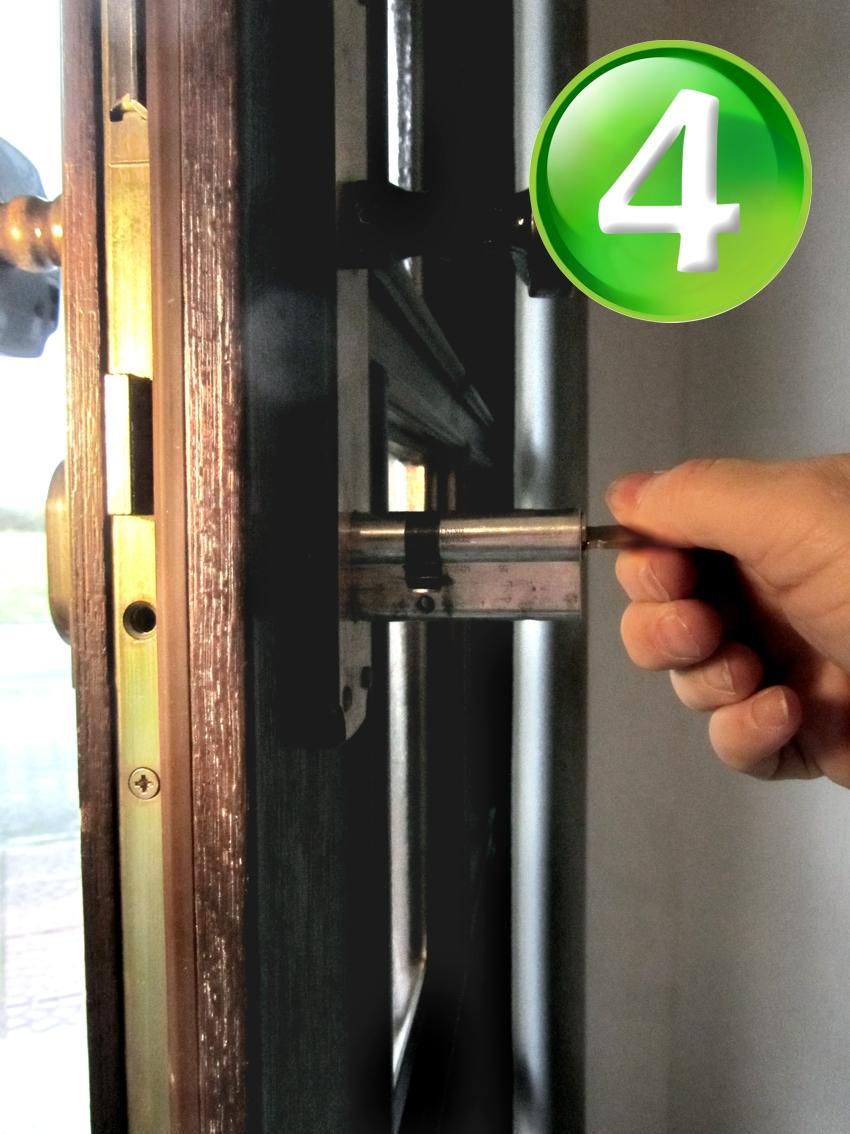 Schlüssel steckt im schloss fest